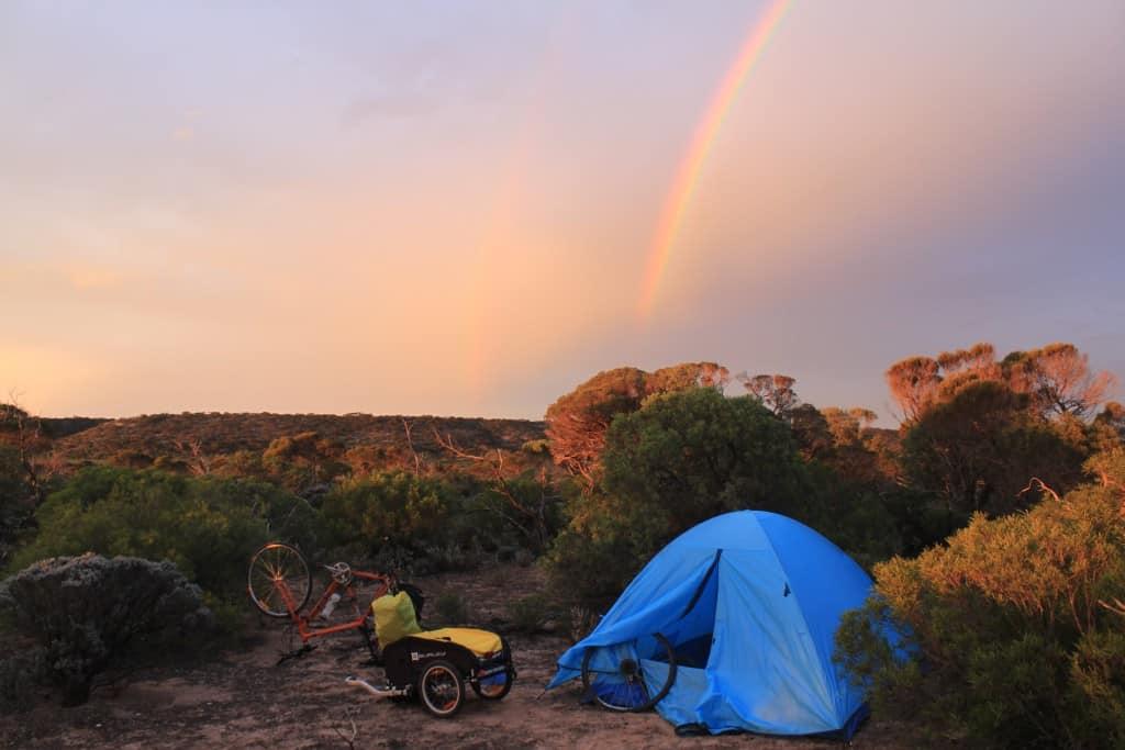 Goedkijken: double rainbow en een lekke band