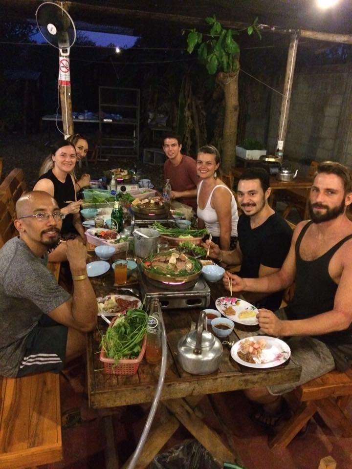 eerste keer hostel: eten met hostelgenootjes