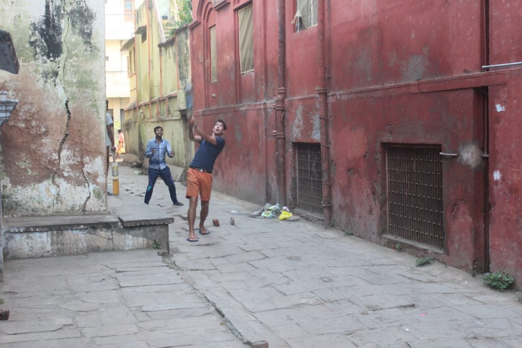 Cricket met de locals in Varanasi